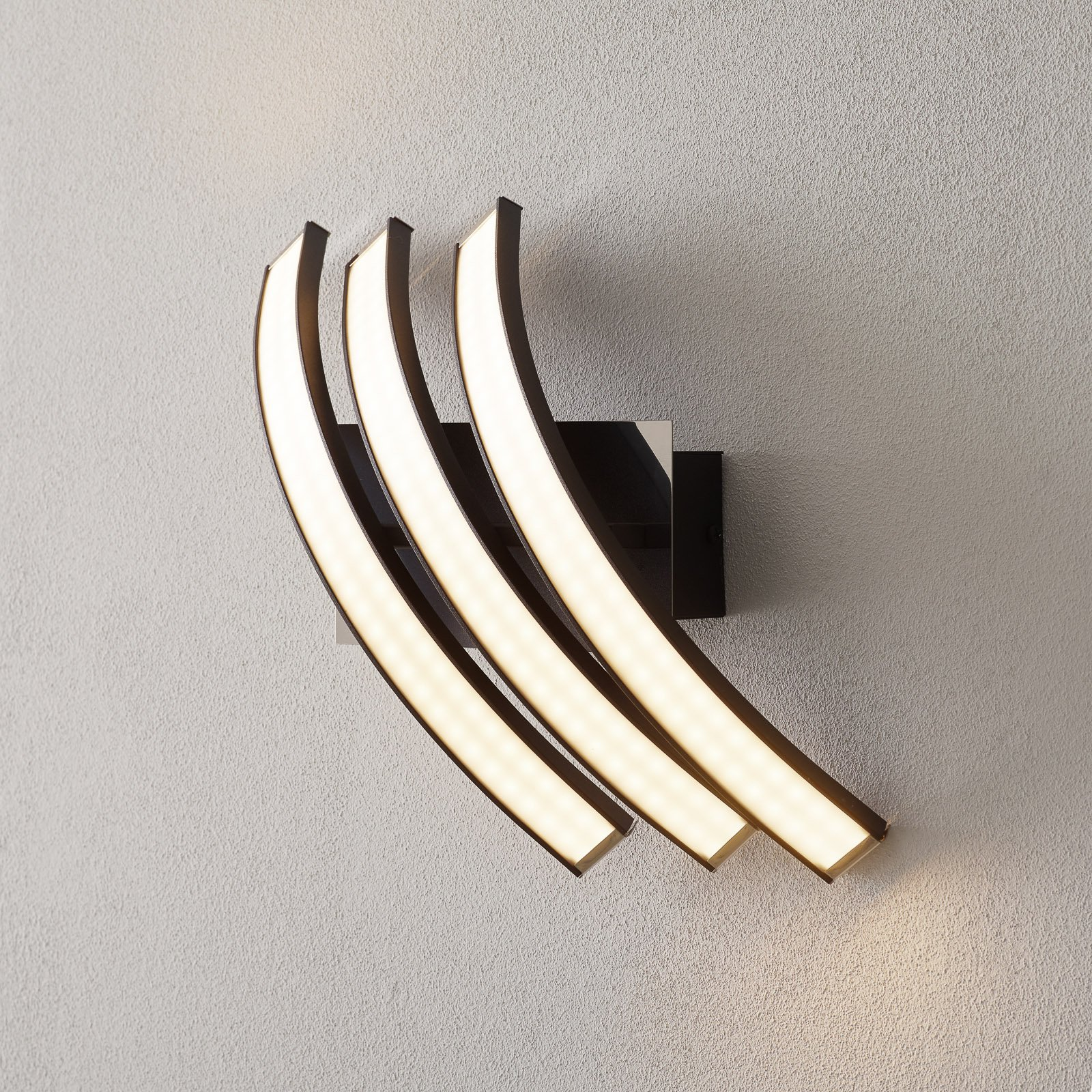 Largo - LED-vegglampe med vakre former