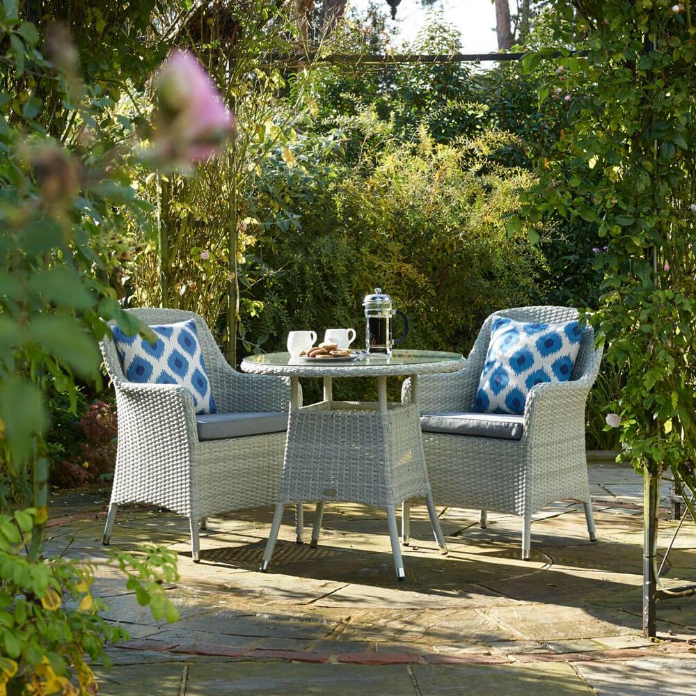 2021 Bramblecrest Tetbury Round Garden Bistro Table Set - Cloud