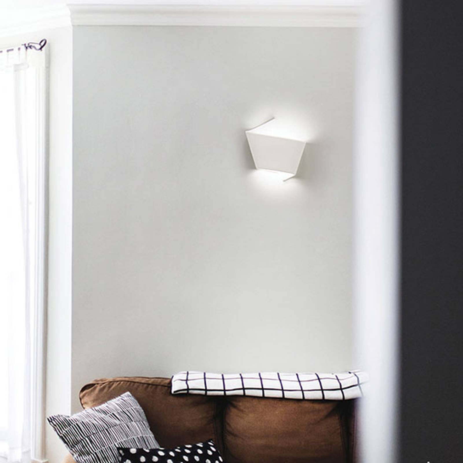 LED-vegglampe 2498, keramikk 2 700 K, dimbar
