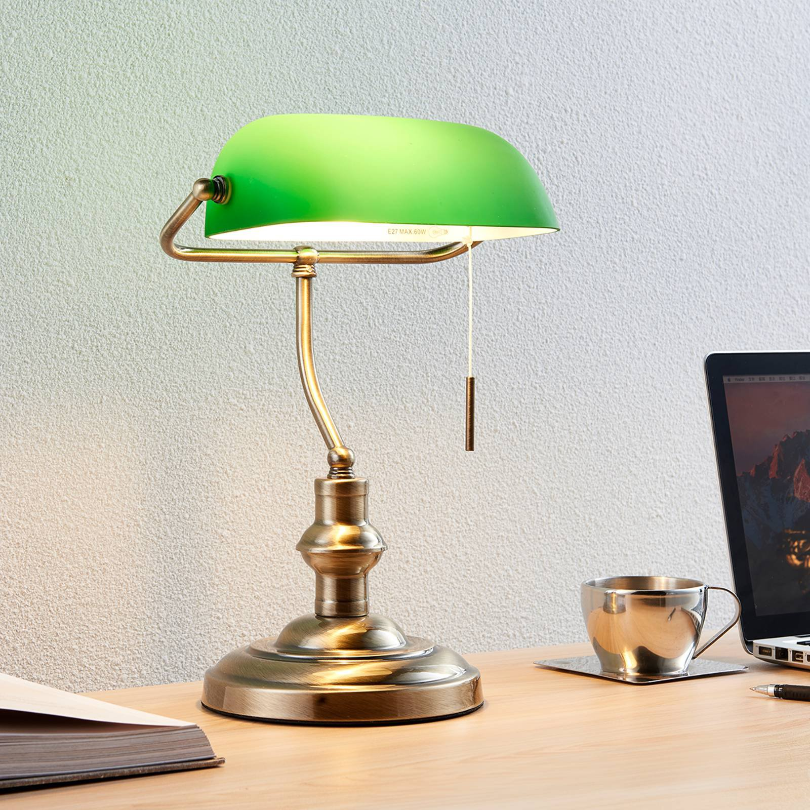 Milenka - skrivebordslampe med grønn skjerm