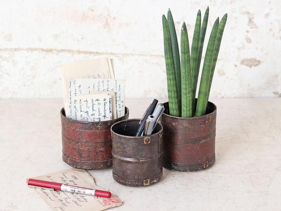 Vintage Style Metal Pots Set of 3 Brown