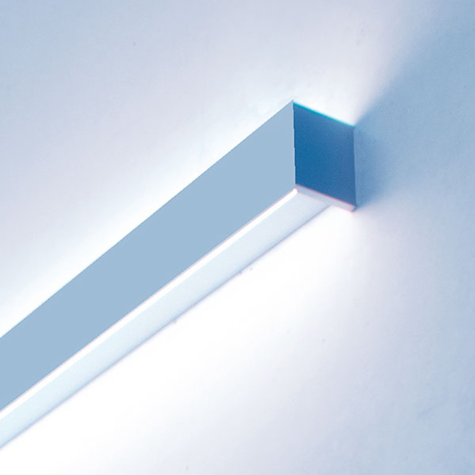 Matric W1 LED-vegglampe i 235 cm, 4 000 K