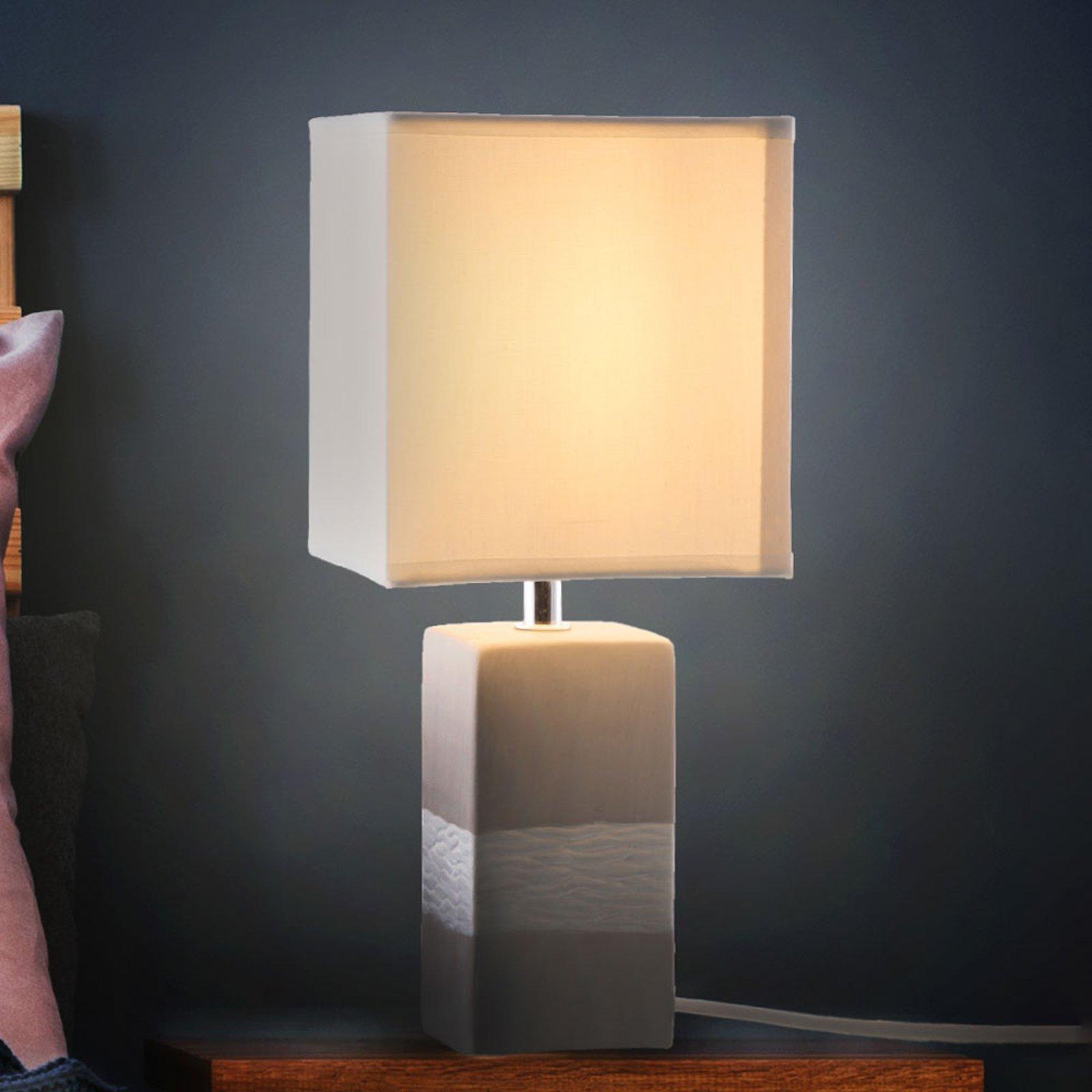 Bordlampe Creto med kantet skjerm og fot