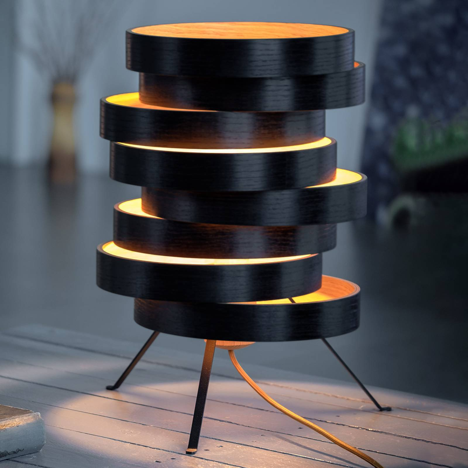 Bordlampe Cloq med treskjerm