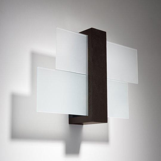 Vegglampe Shifted 1, glass og wengetre