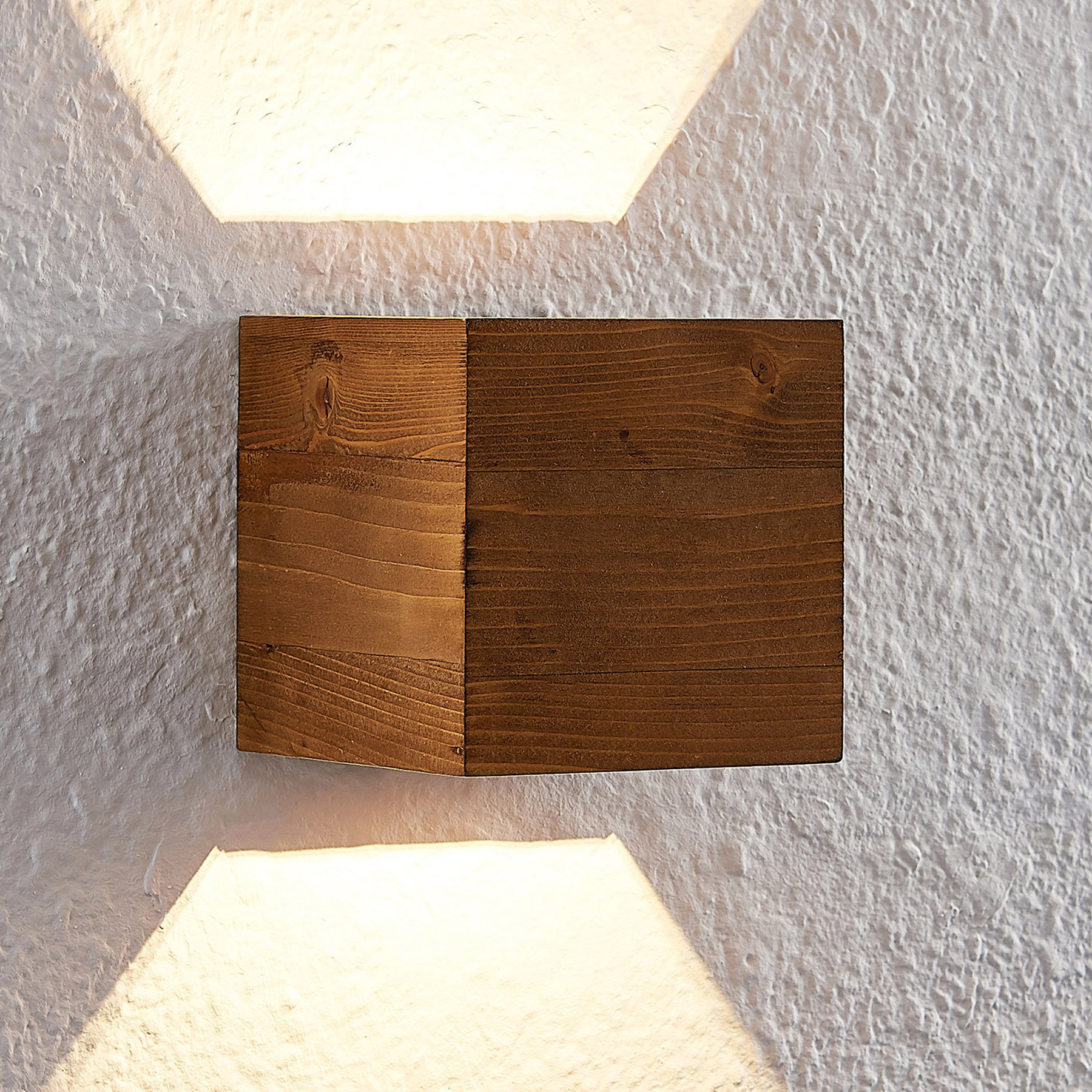 Lindby Benicio LED-vegglampe av tre, kantet, 11 cm