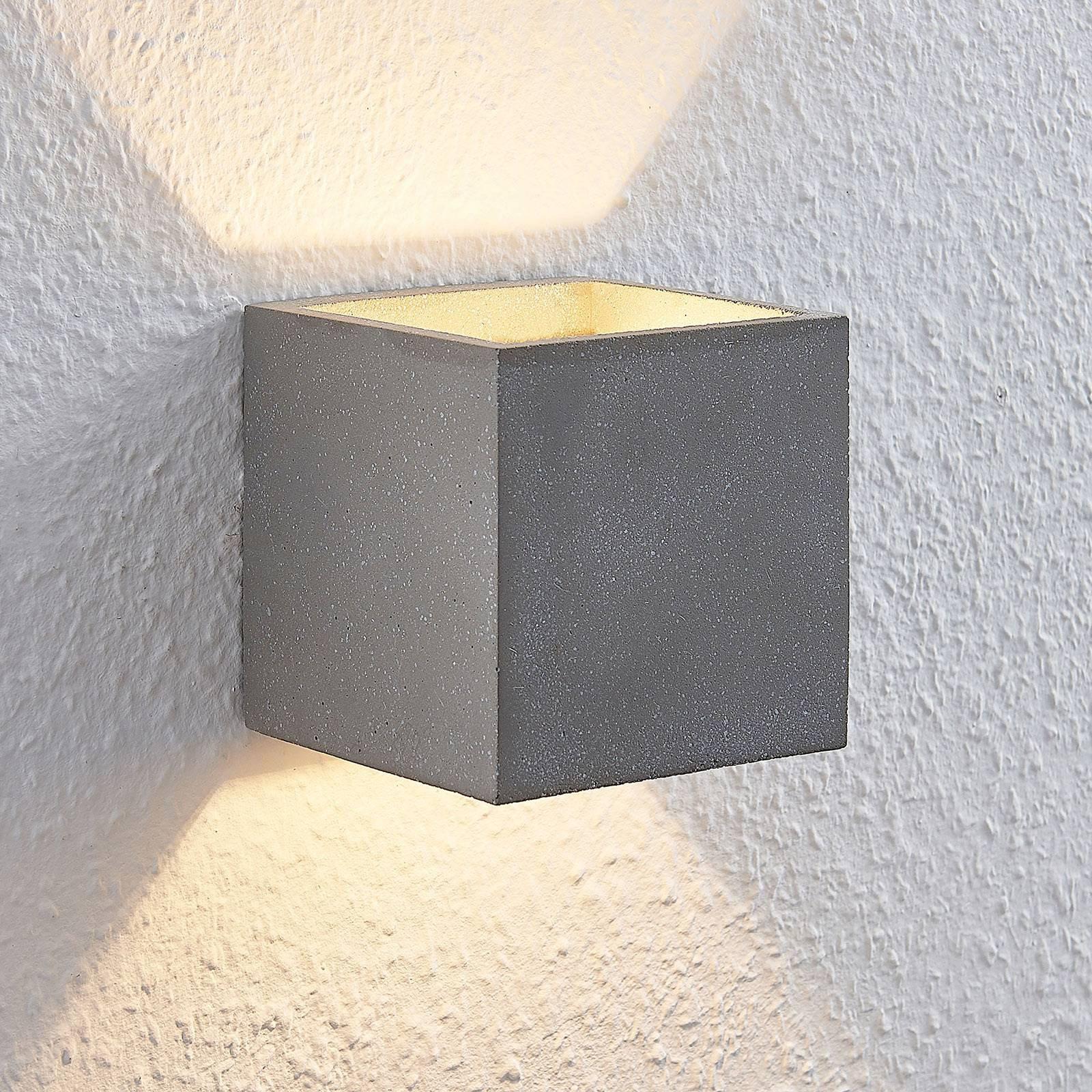 Lindby Nellie LED-betong-vegglampe, bredde 11,5 cm