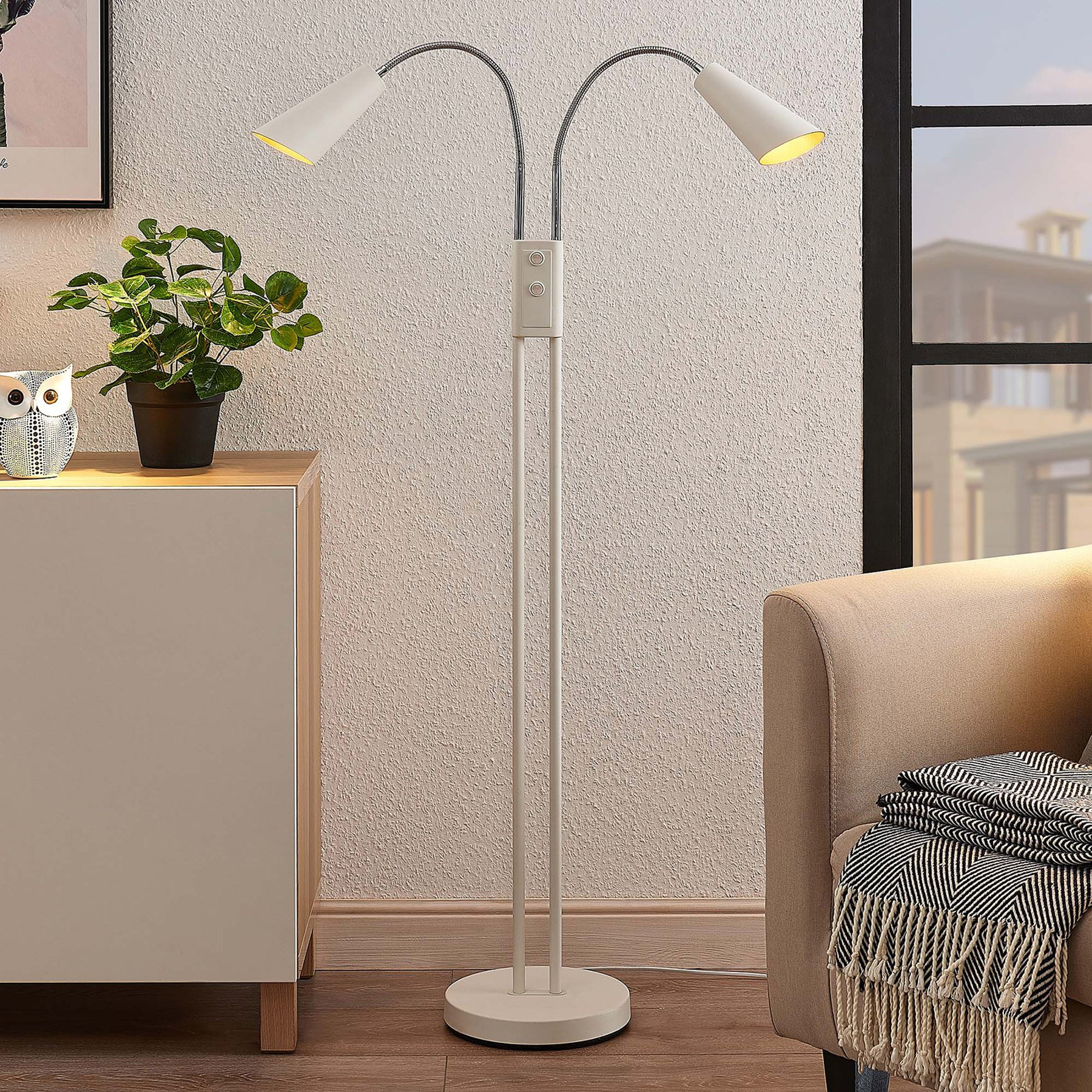 Lucande Medira gulvlampe, to lyskilder, hvit
