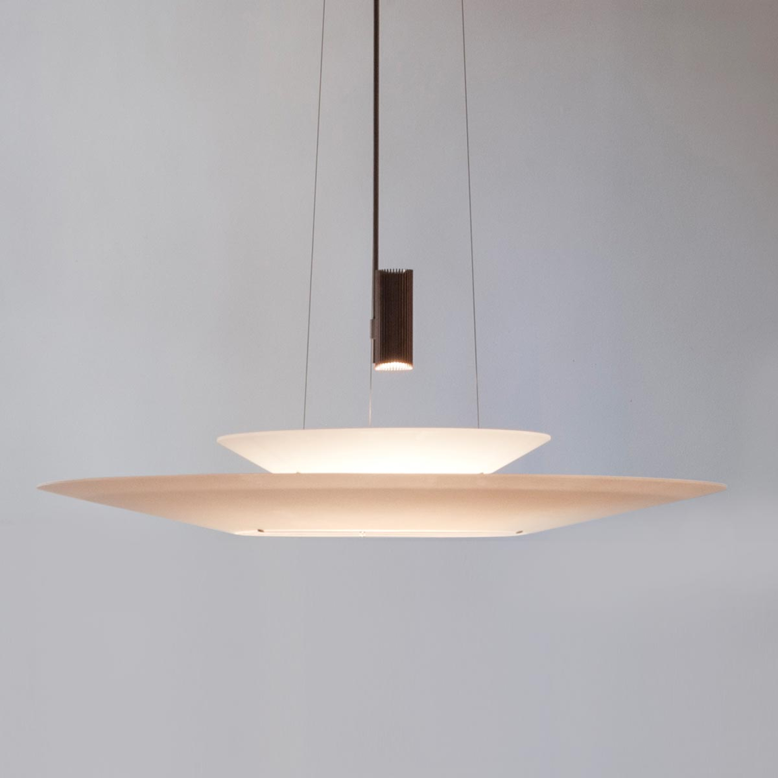 Poikkeuksellinen LED-riippuvalaisin Flamingo