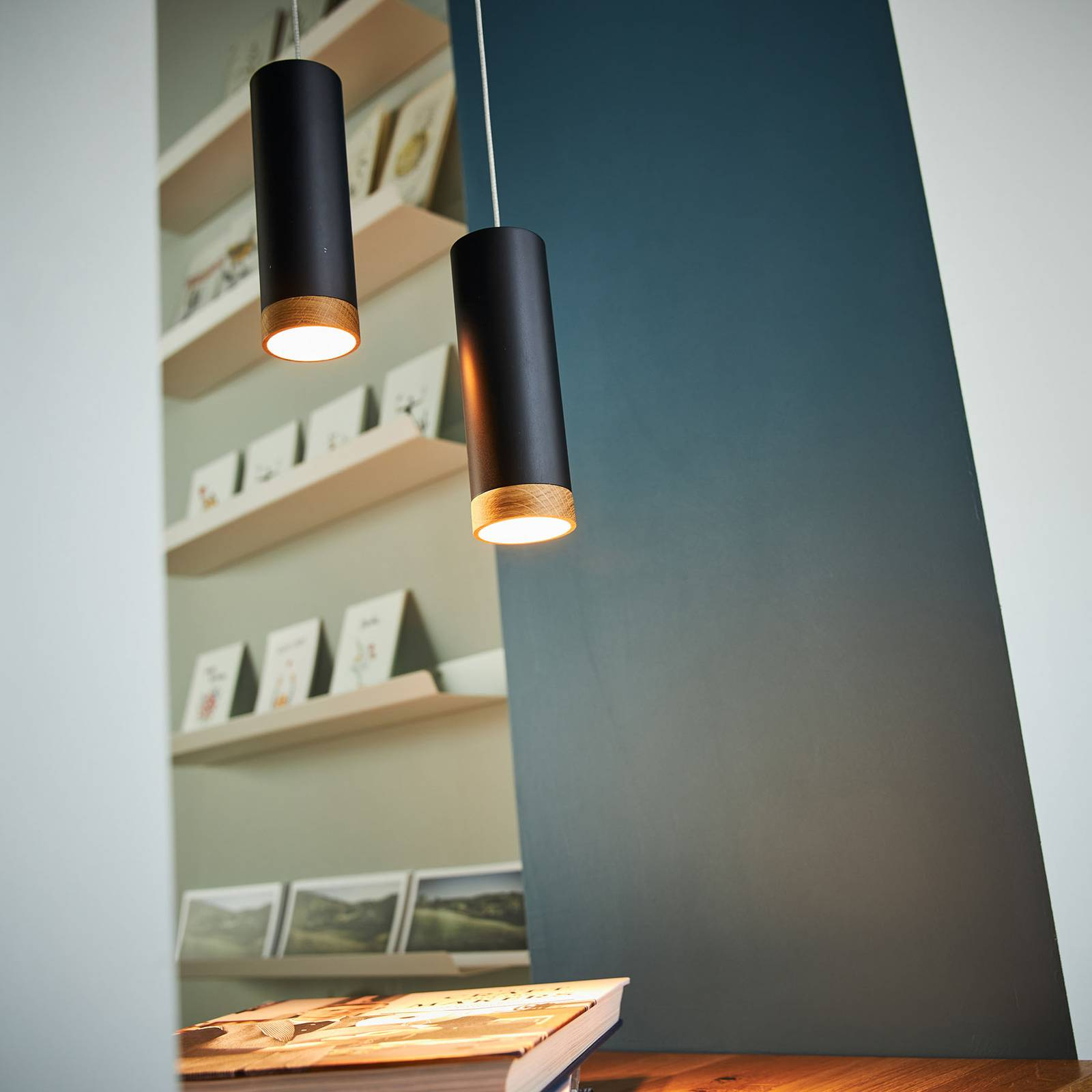 LED-riippuvalaisin PHEB, musta/tammi