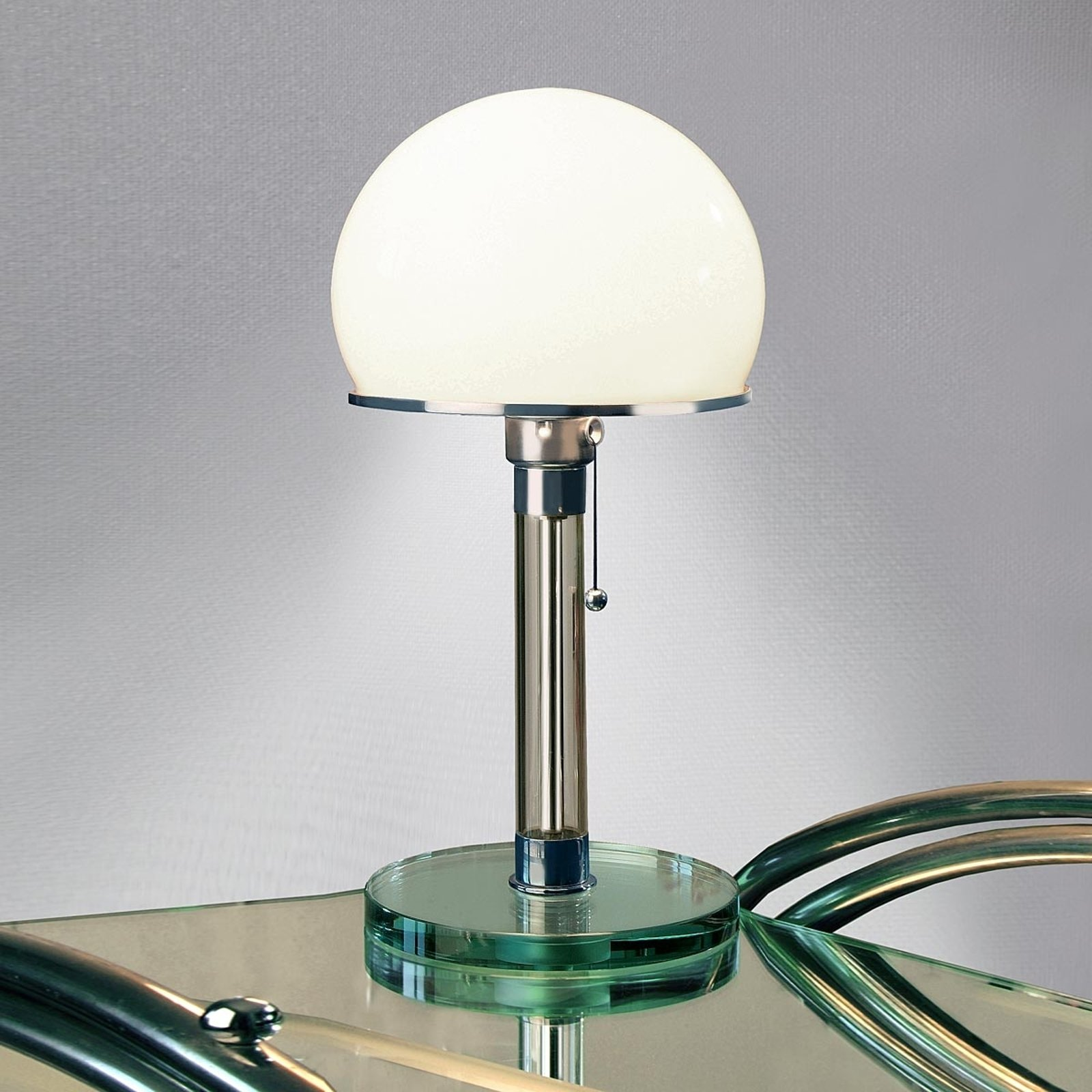 TECNOLUMEN Wagenfeld WG24 bordlampe med glassfot