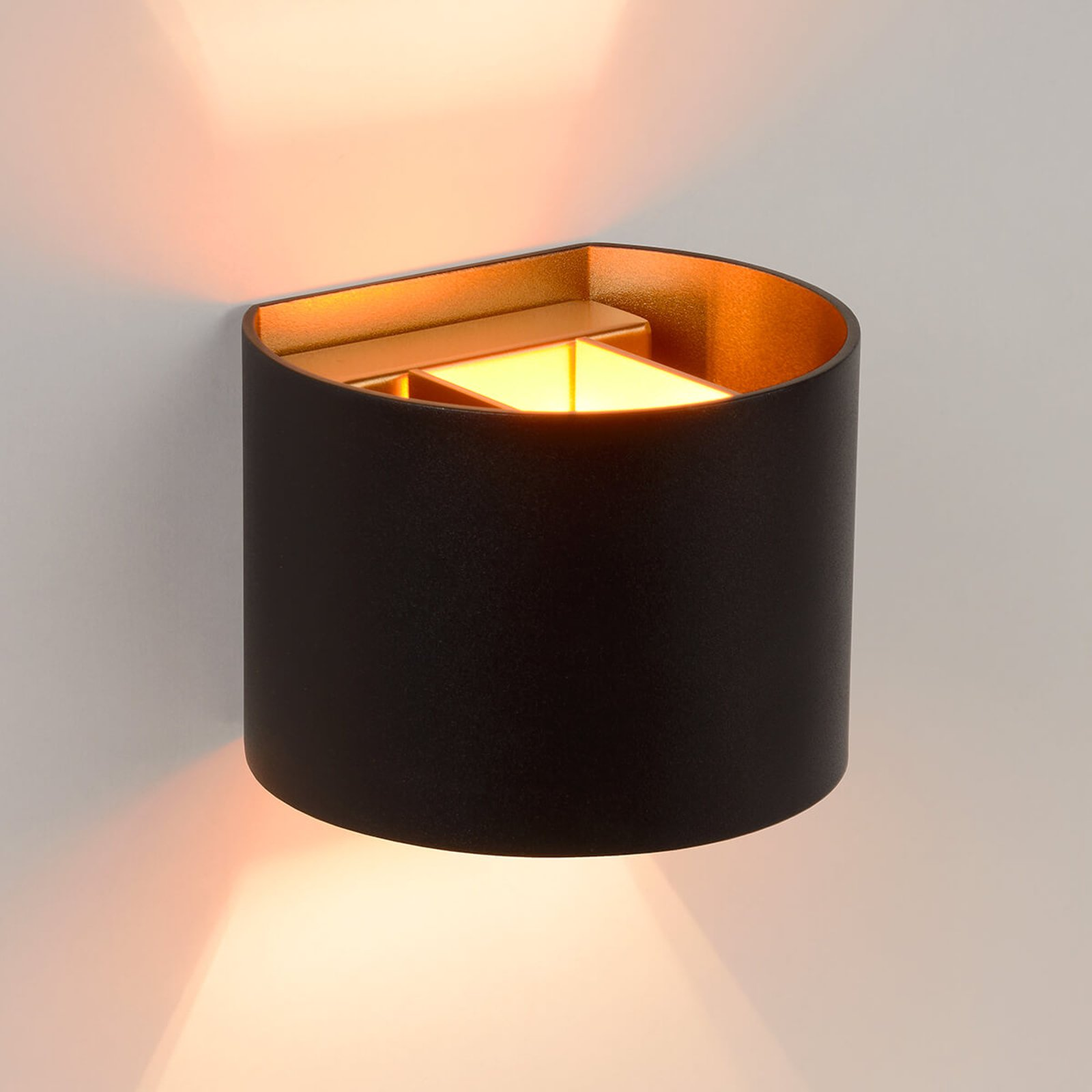 Halvrund LED-vegglampe Xio i svart