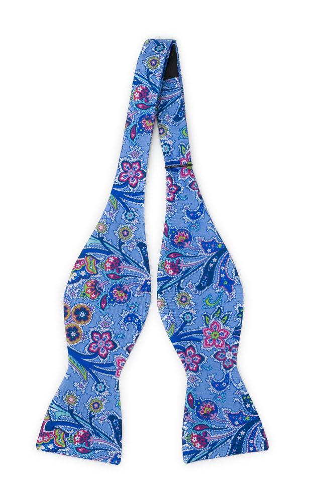 Silke Sløyfer Uknyttede, Surrealistiske flerfargete blomster på blått