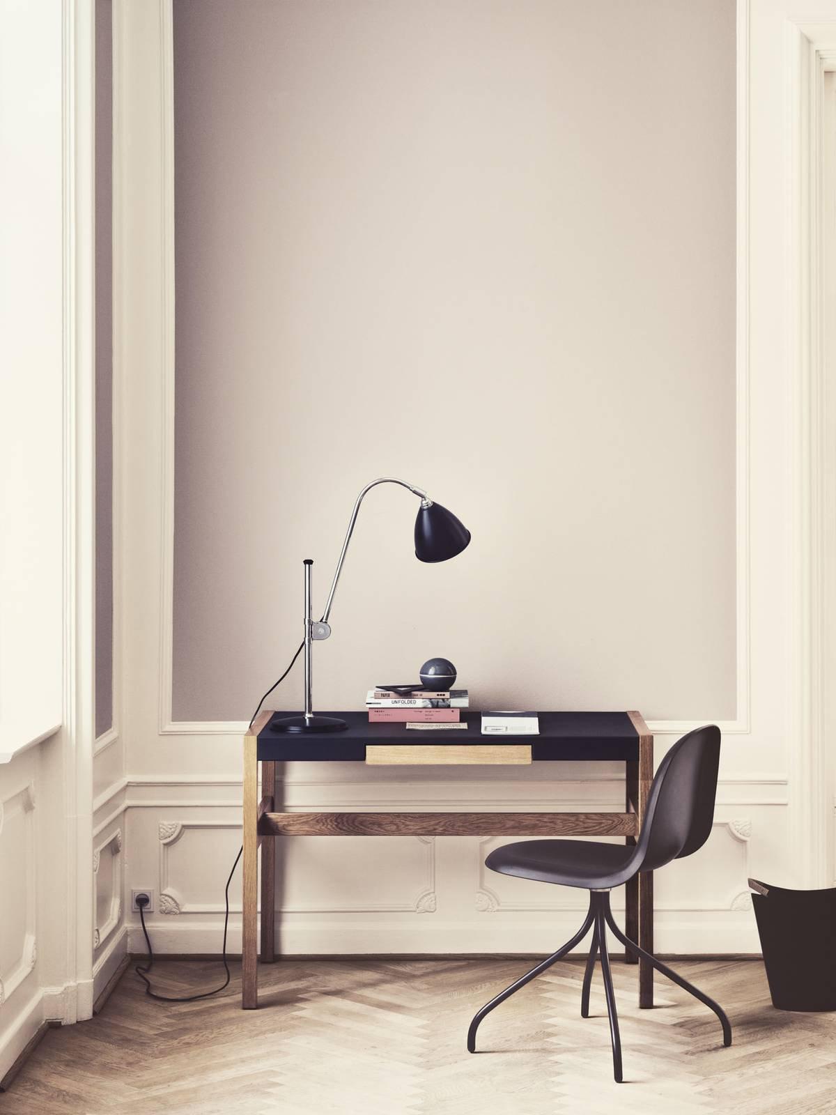 GUBI Bestlite BL1 bordlampe, krom/svart