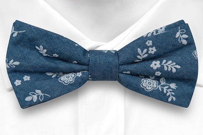 Bomull Sløyfer Knyttede, Små, skarpe, hvite blomster på denimblått