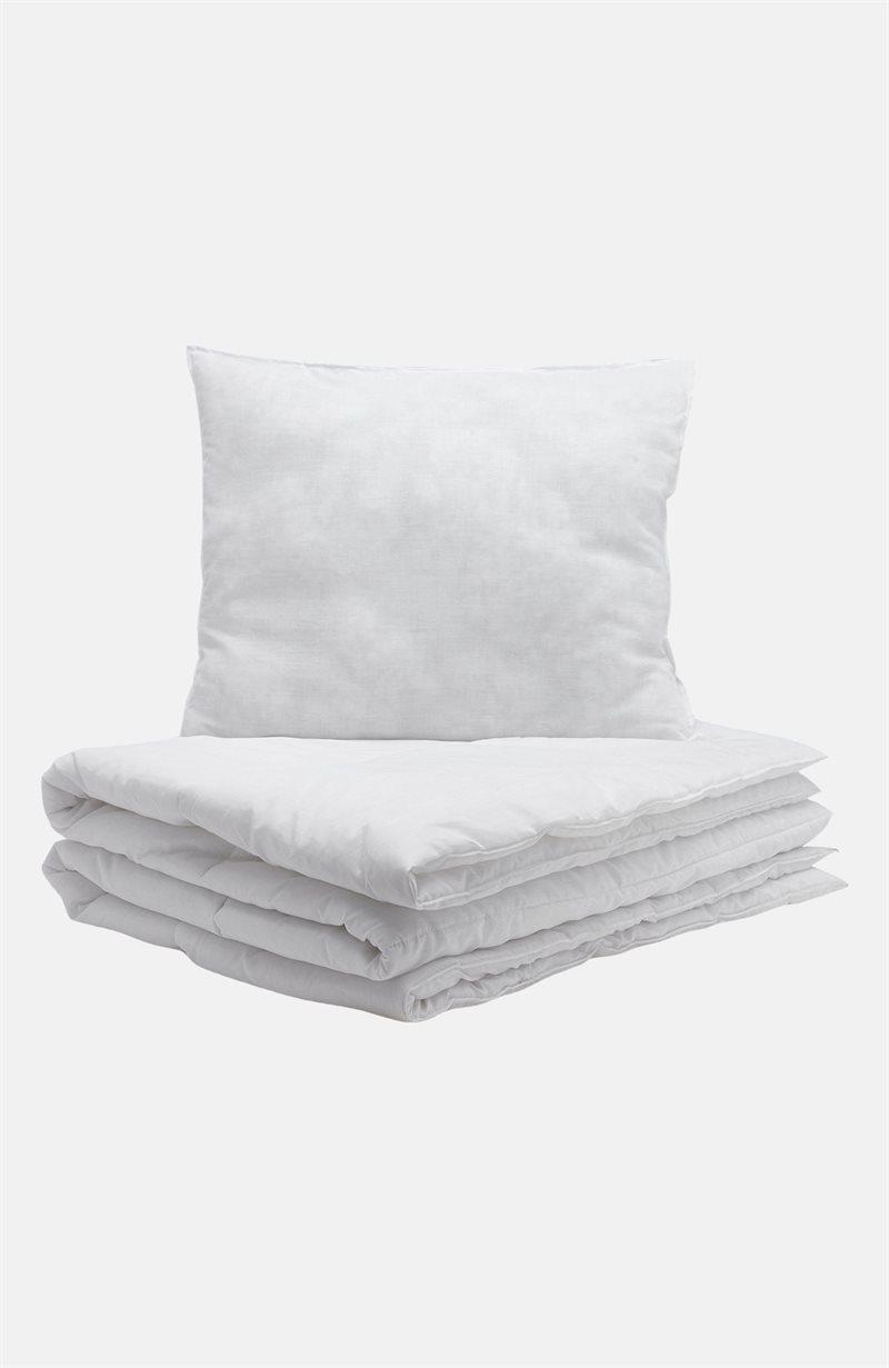 Setti, jossa peitto ja keskikorkea tyyny
