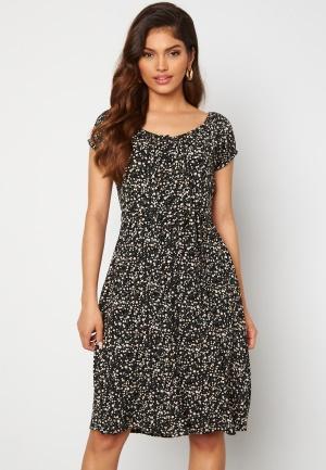 Happy Holly Rebecca flounce dress Black / Patterned 32/34