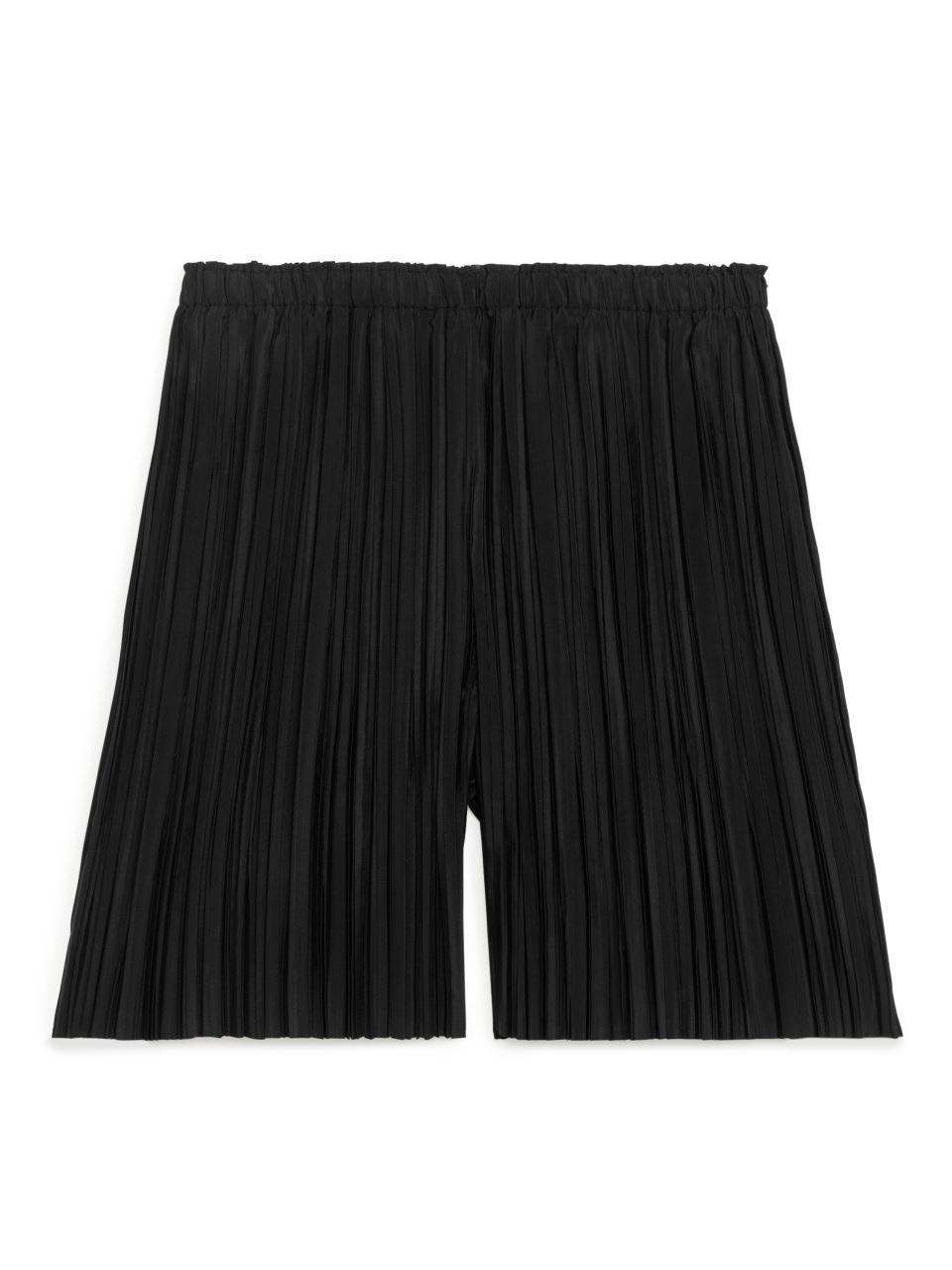 Pleated Shorts - Black