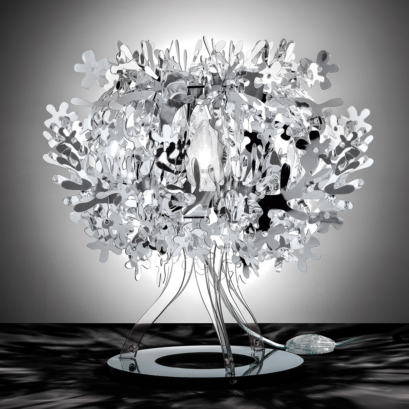 Hopeanvärinen design-pöytävalaisin Fiorellina