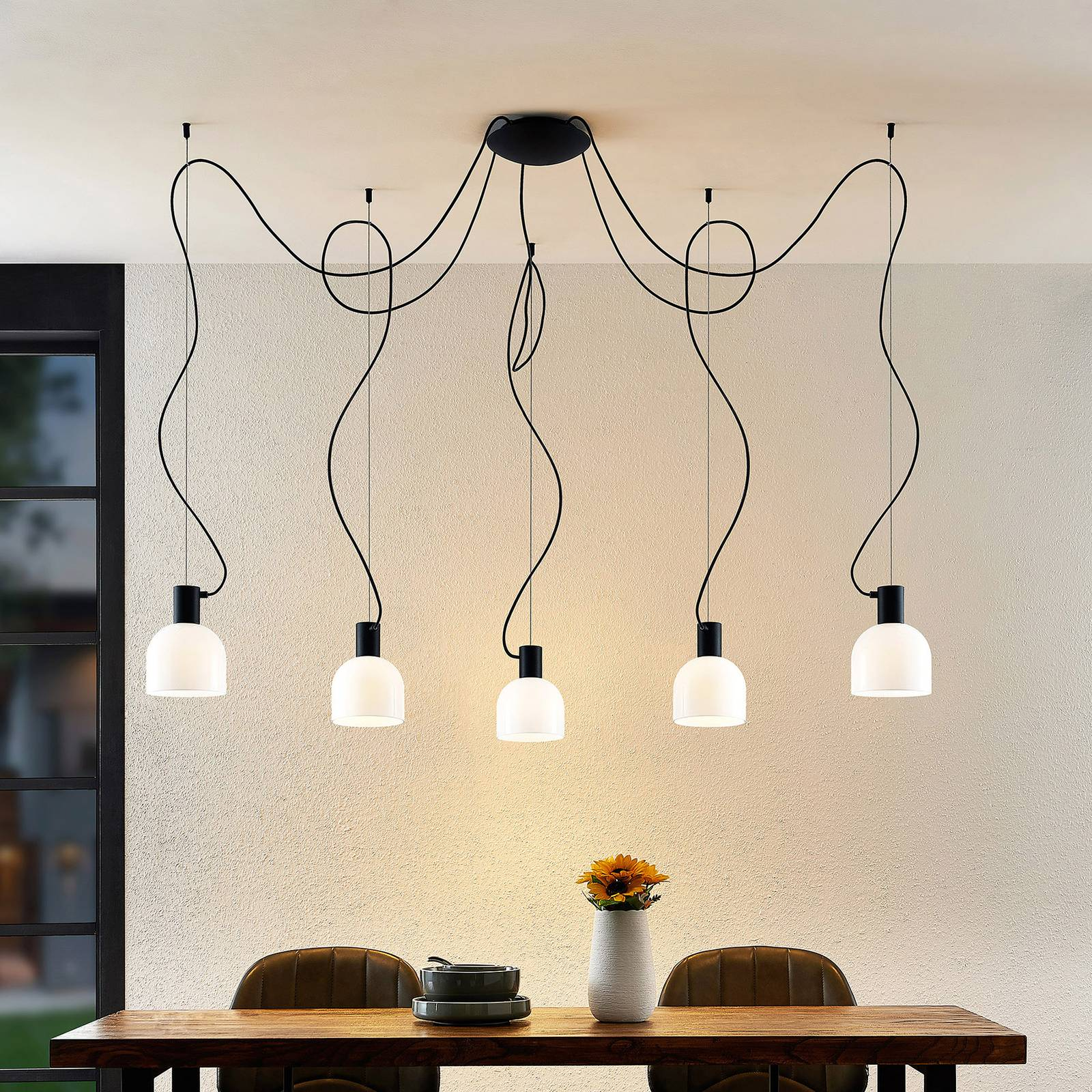 Lucande Serina -riippuvalo, 5-lamppuinen valkoinen