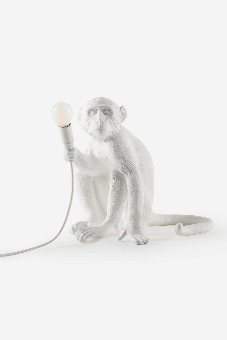 Bordslampa apa sittande vit