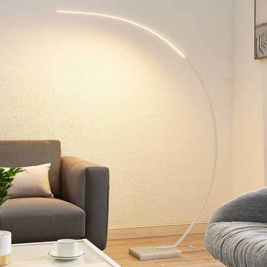 Lindby Kendra buet LED-gulvlampe, hvit