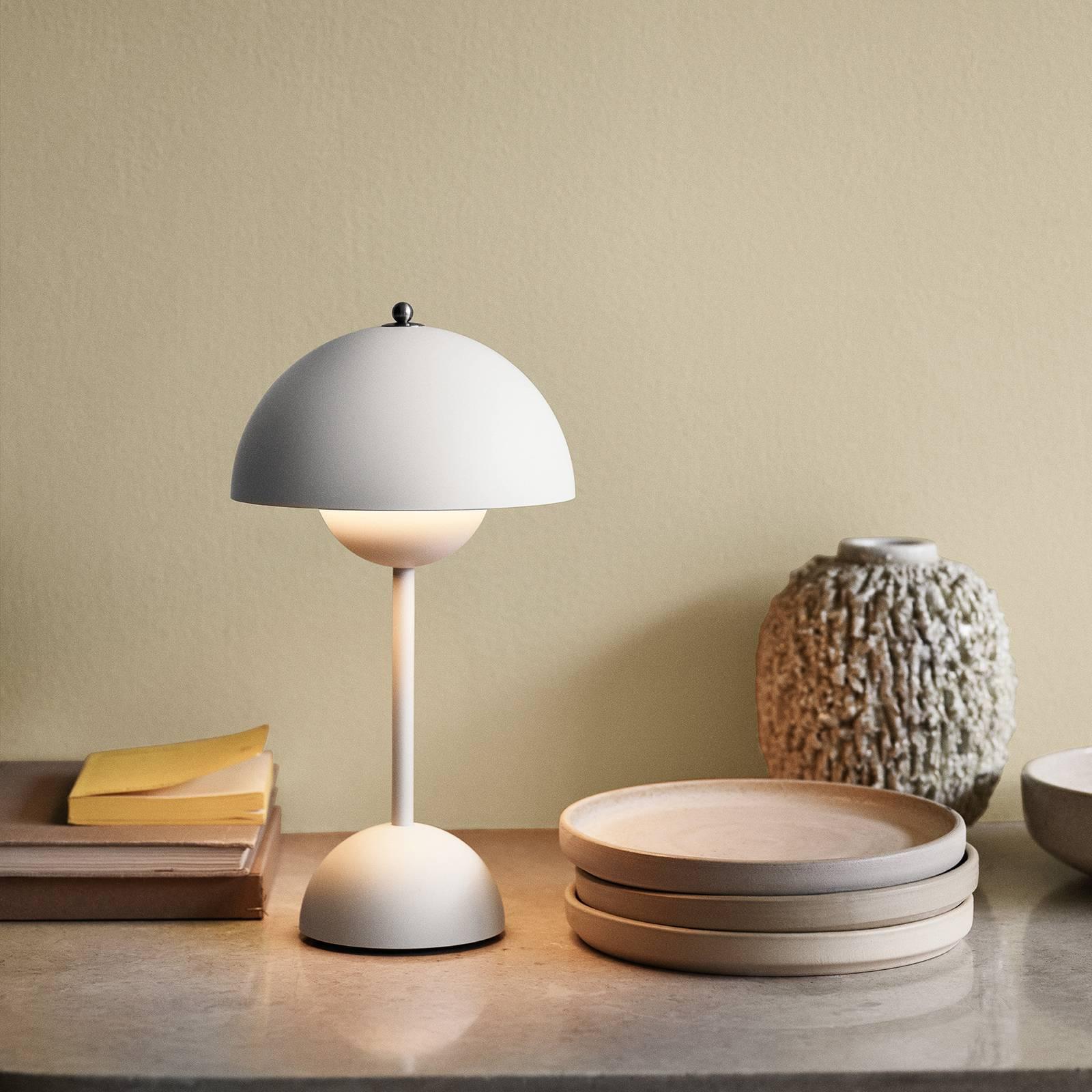 &Tradition Flowerpot VP9 -pöytälamppu, valkoinen