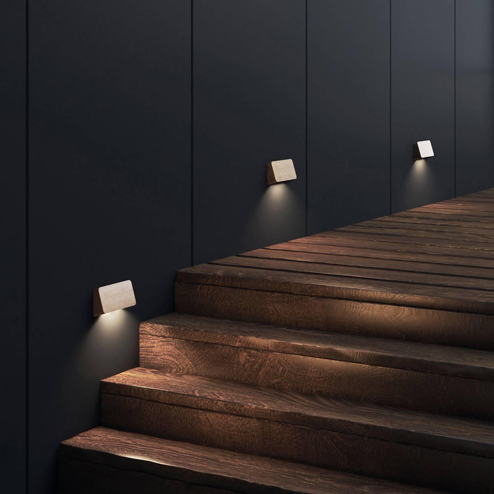 Astro Incline Twin -LED-ulkoseinälamppu messinkiä