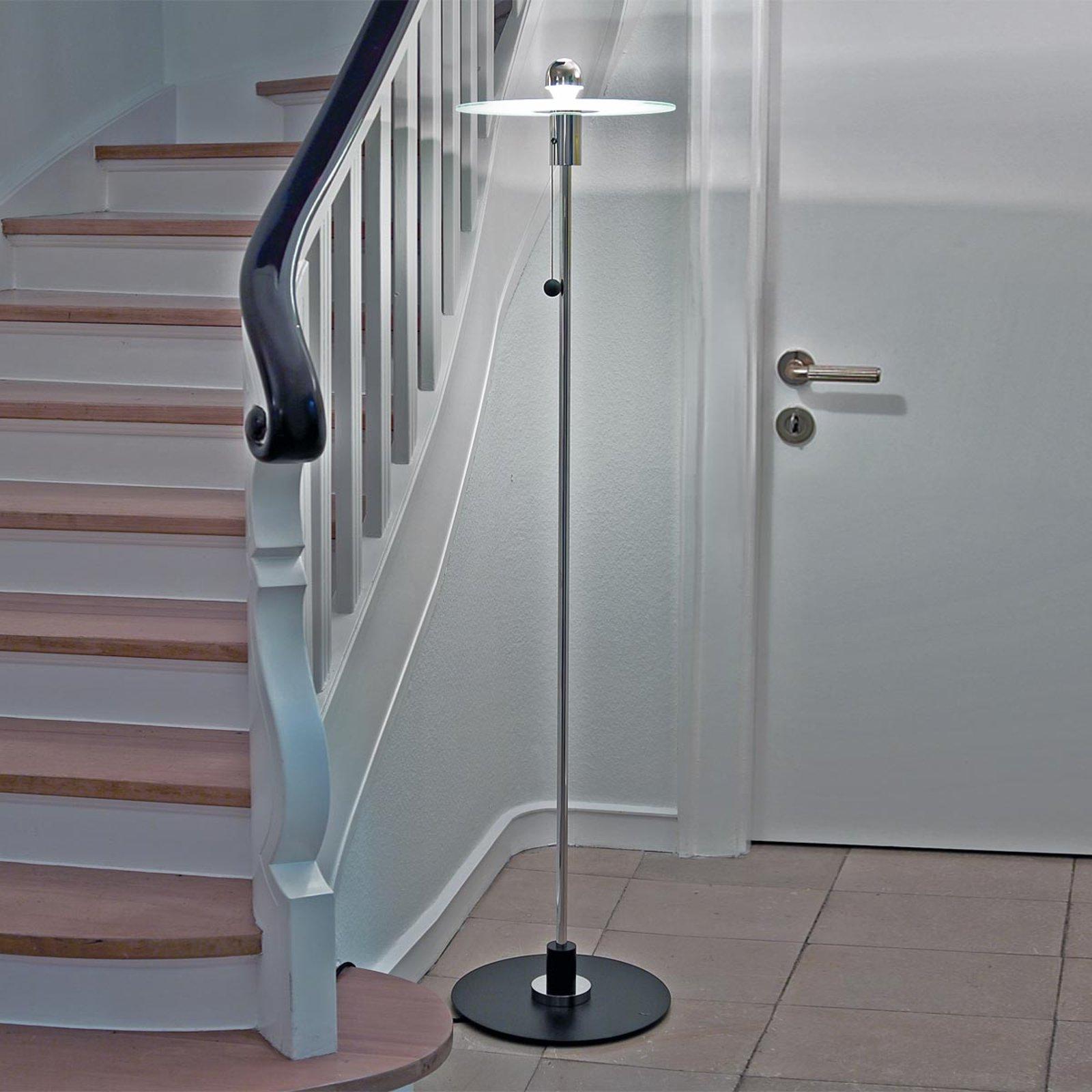 Bauhaus-stålampe fra Gyula Pap i tro kopi
