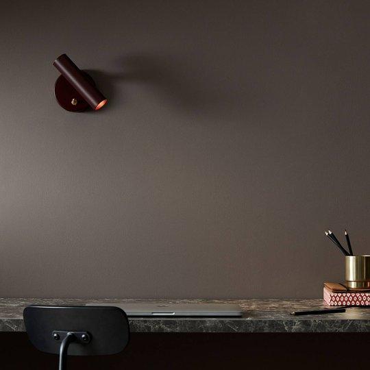 LED-vegglampe Slender, mørkerød