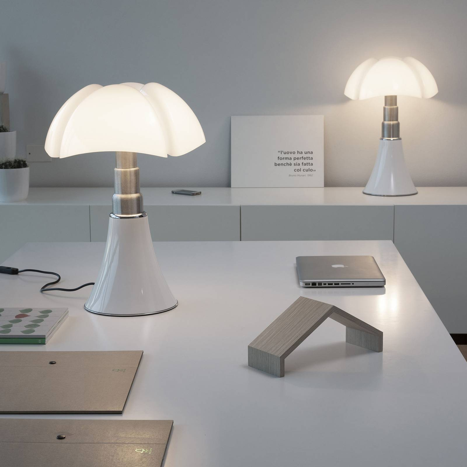 Martinelli Luce Pipistrello-pöytä CCT valkoinen