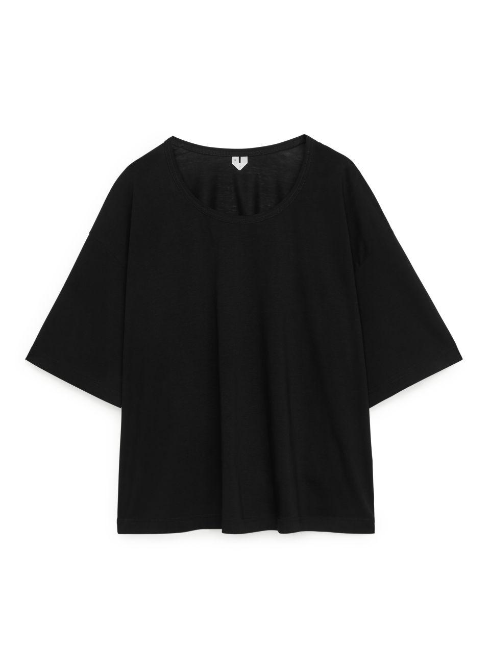 Wide-Fit T-Shirt - Black