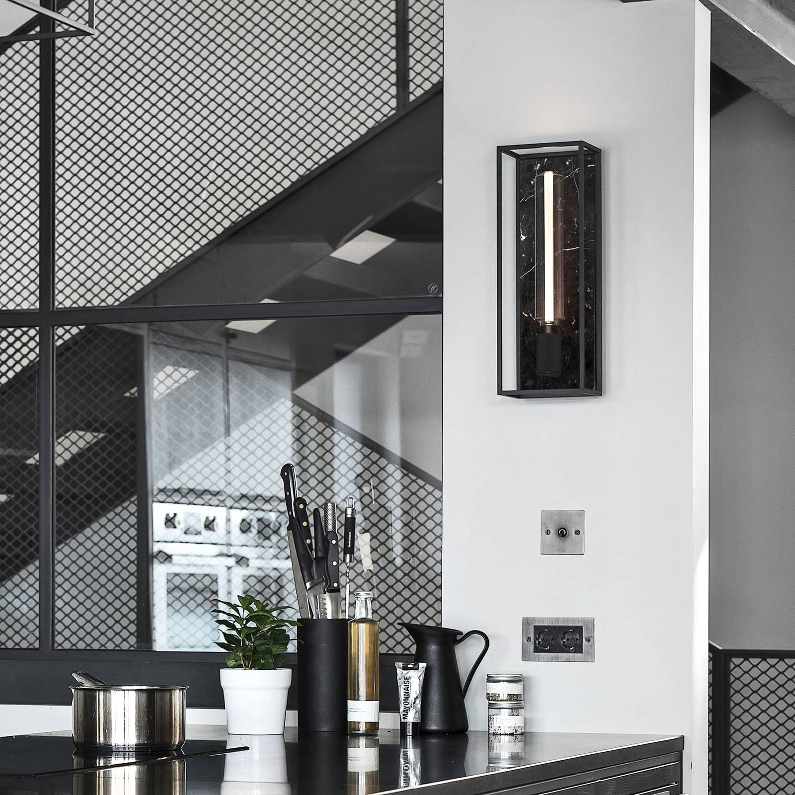 Buster + Punch Caged Wall large LED marmori musta