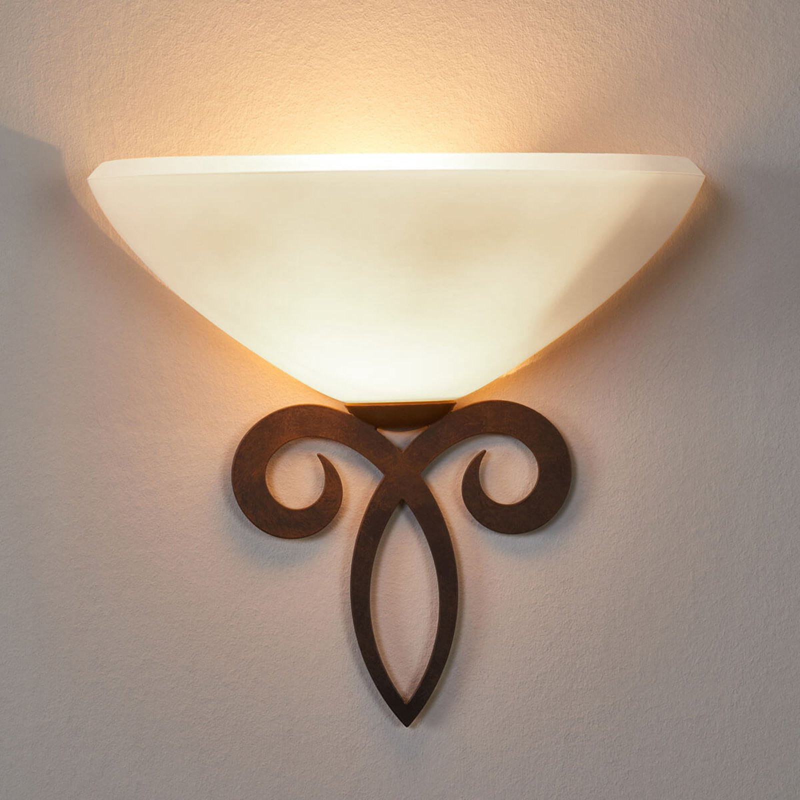 Vegglampe Luca av glass i landstil hvit