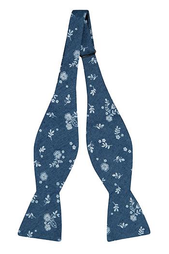 Bomull Sløyfer Uknyttede, Små, skarpe, hvite blomster på denimblått