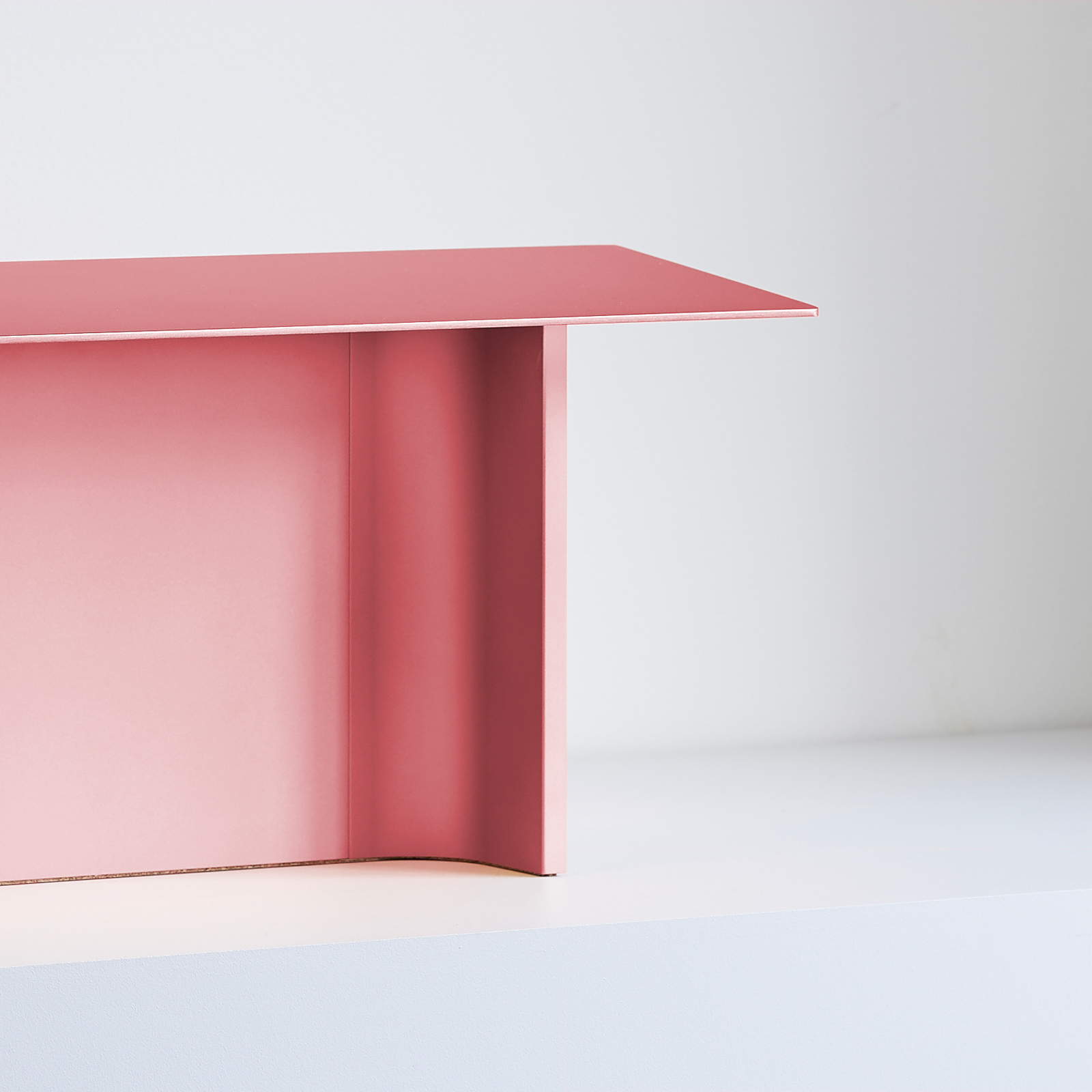 Luceplan Fienile -LED-pöytälamppu vaaleanpunainen