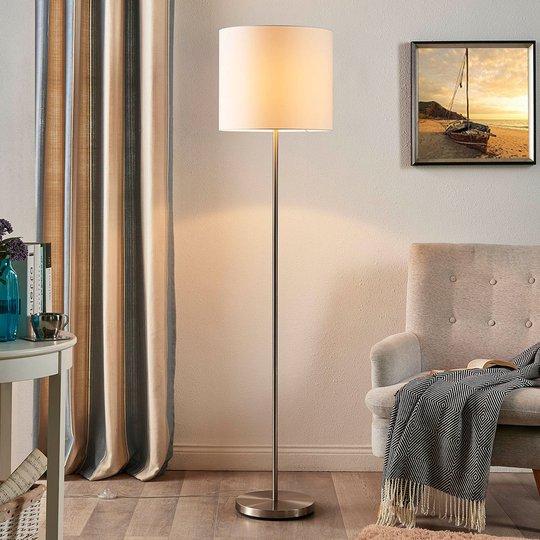 Parsa - gulvlampe med tekstilskjerm i hvitt