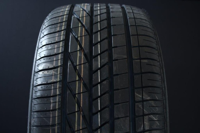 275/40R20 GOODYEAR EXCELLENCE