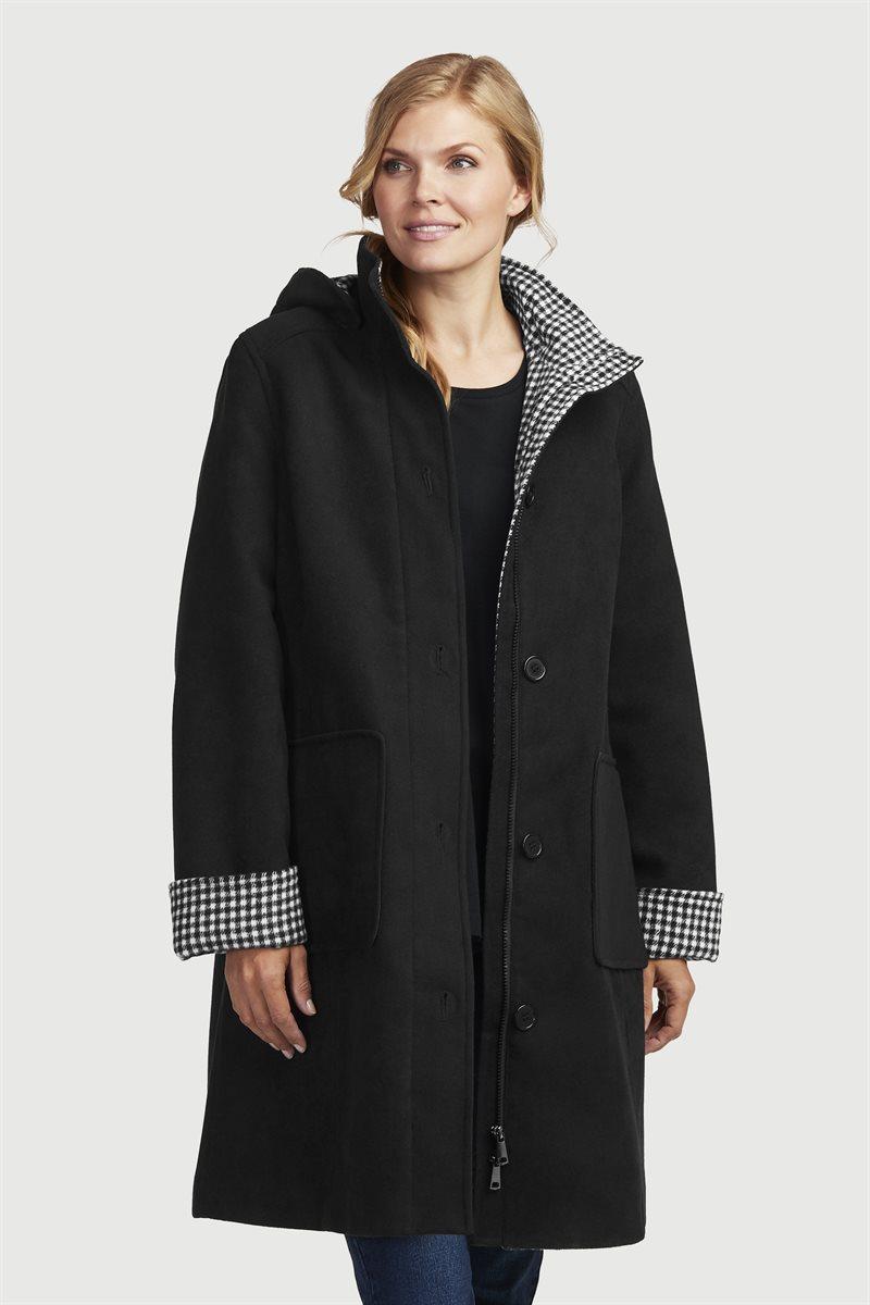 Klassinen takki ruudullisilla yksityiskohdilla