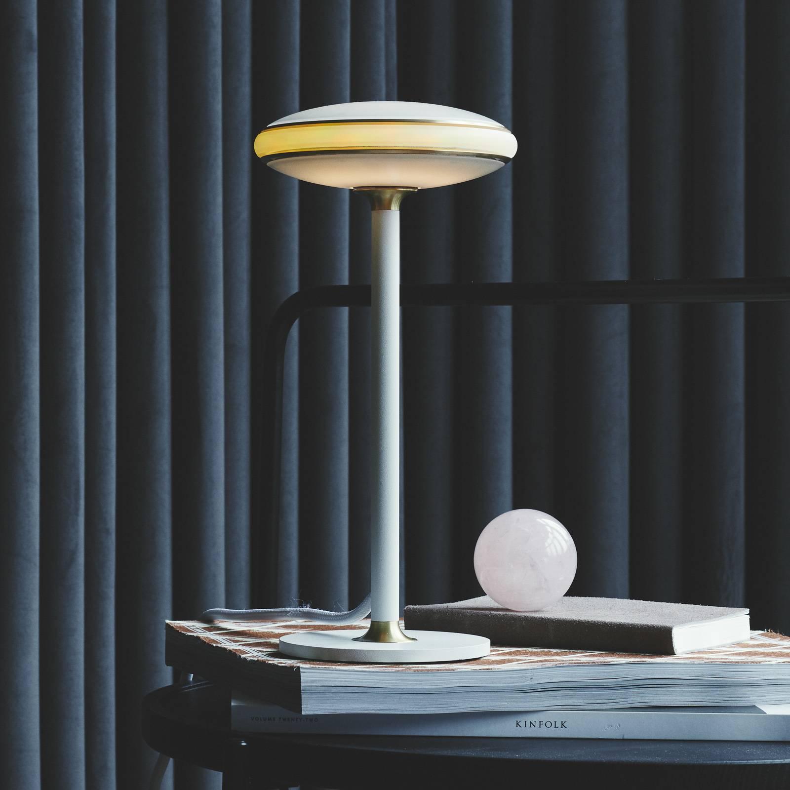Shade ØS1 -LED-pöytälamppu, messinki, valkoinen