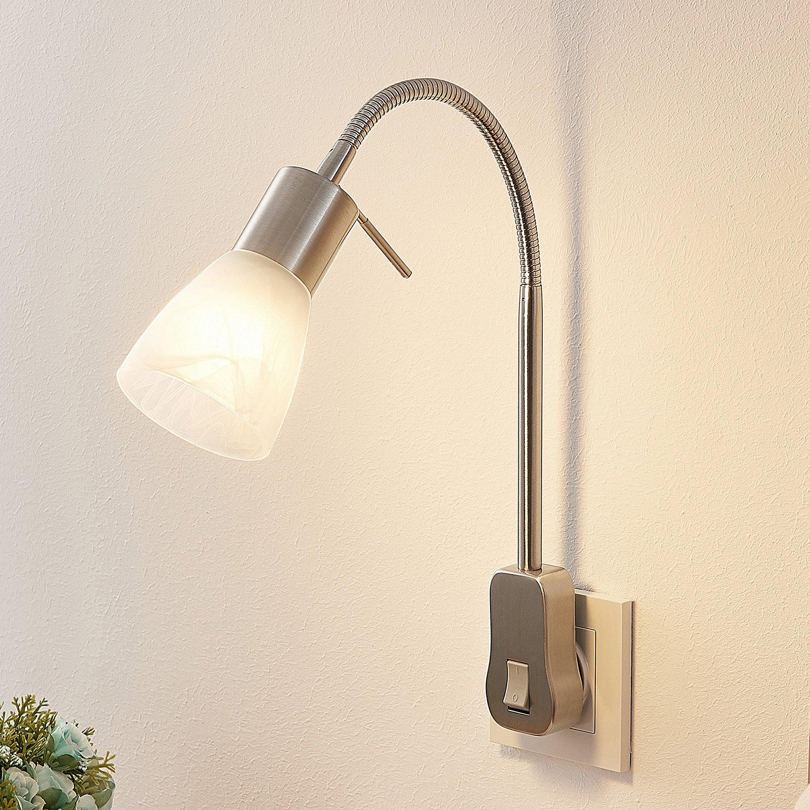 Lindby Nevyana stikkontaktlampe, fleksarm, bryter