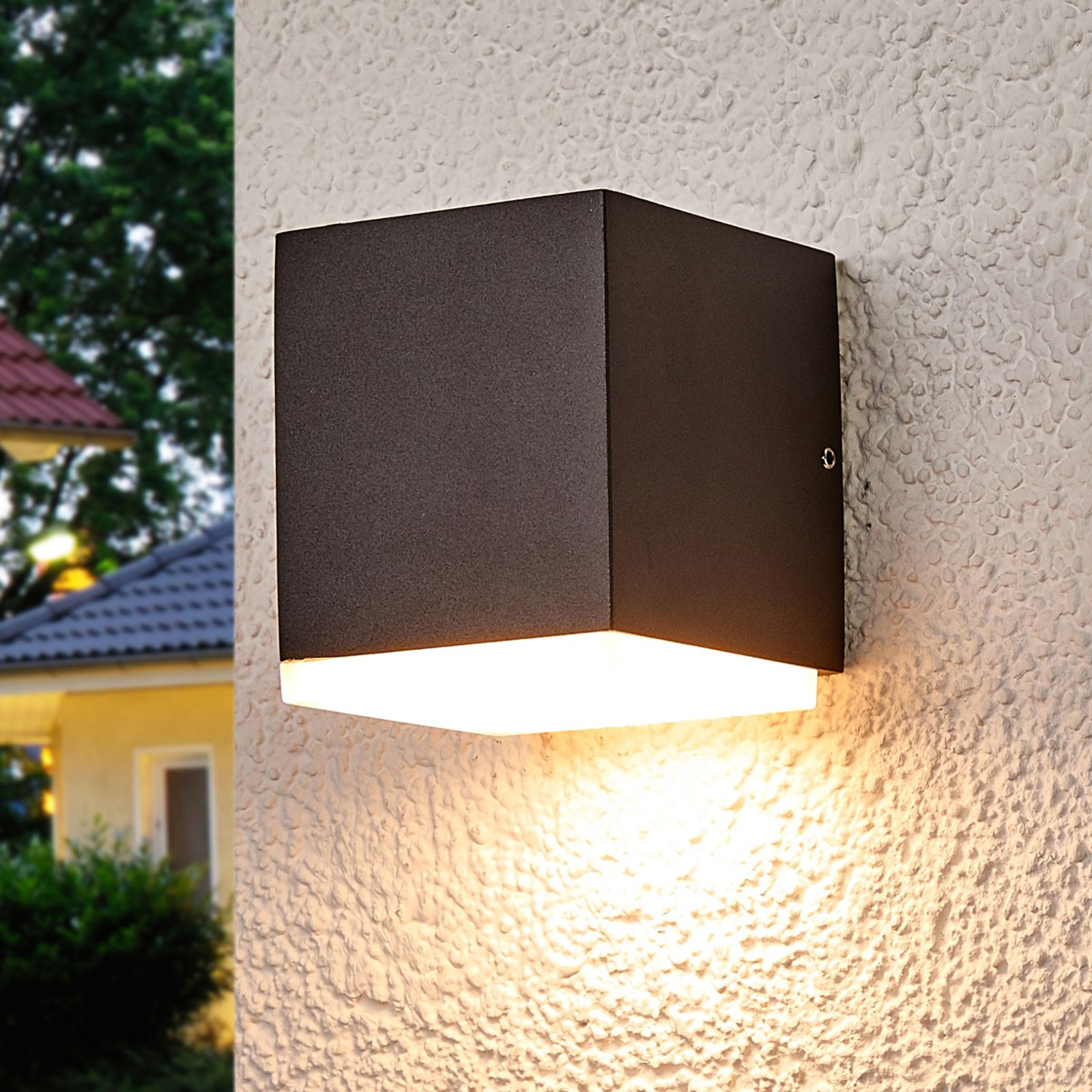 Sarah LED utevegglampe med kunststoffdiffusor