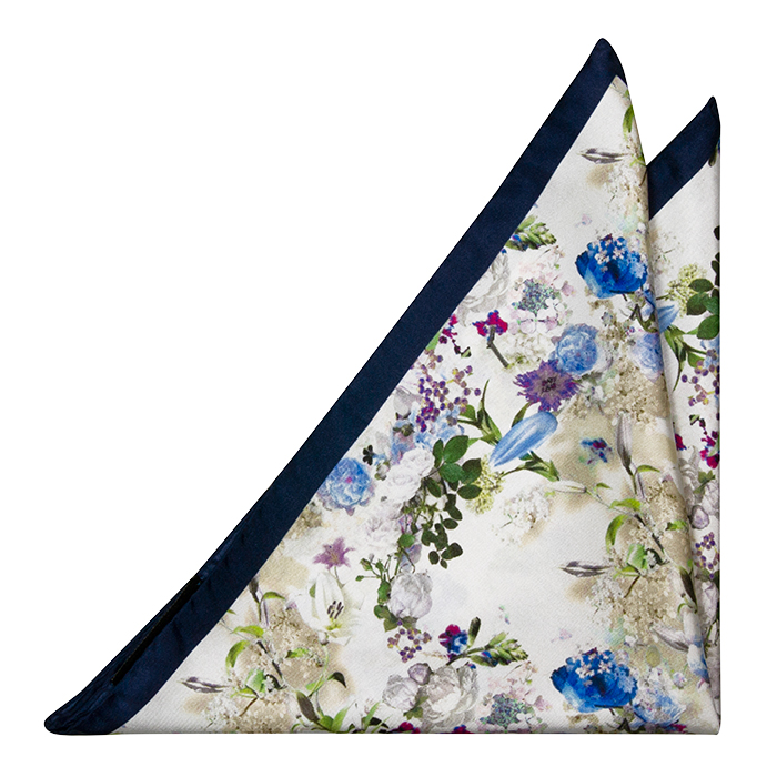 Silke Lommetørkler, Blå, hvite og lilla blomster på hvitt, Hvit, Blomstrete