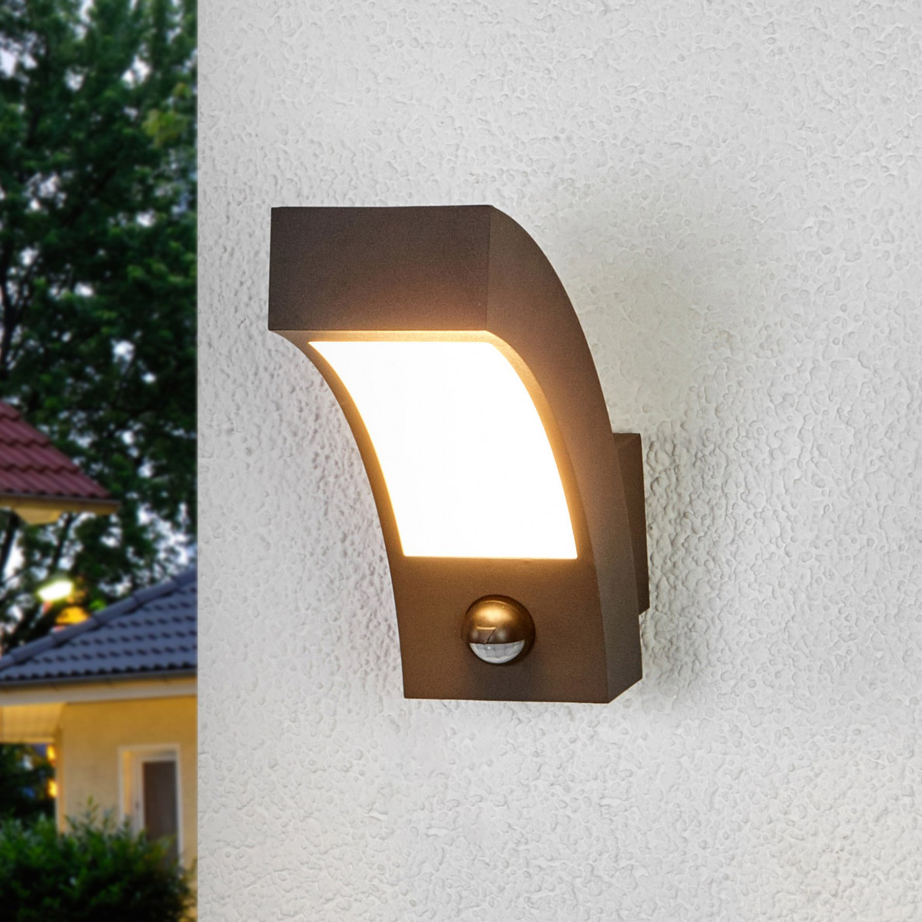 LED-utevegglampe Lennik med bevegelsessensor