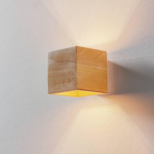 Vegglampe Ara som kube av tre