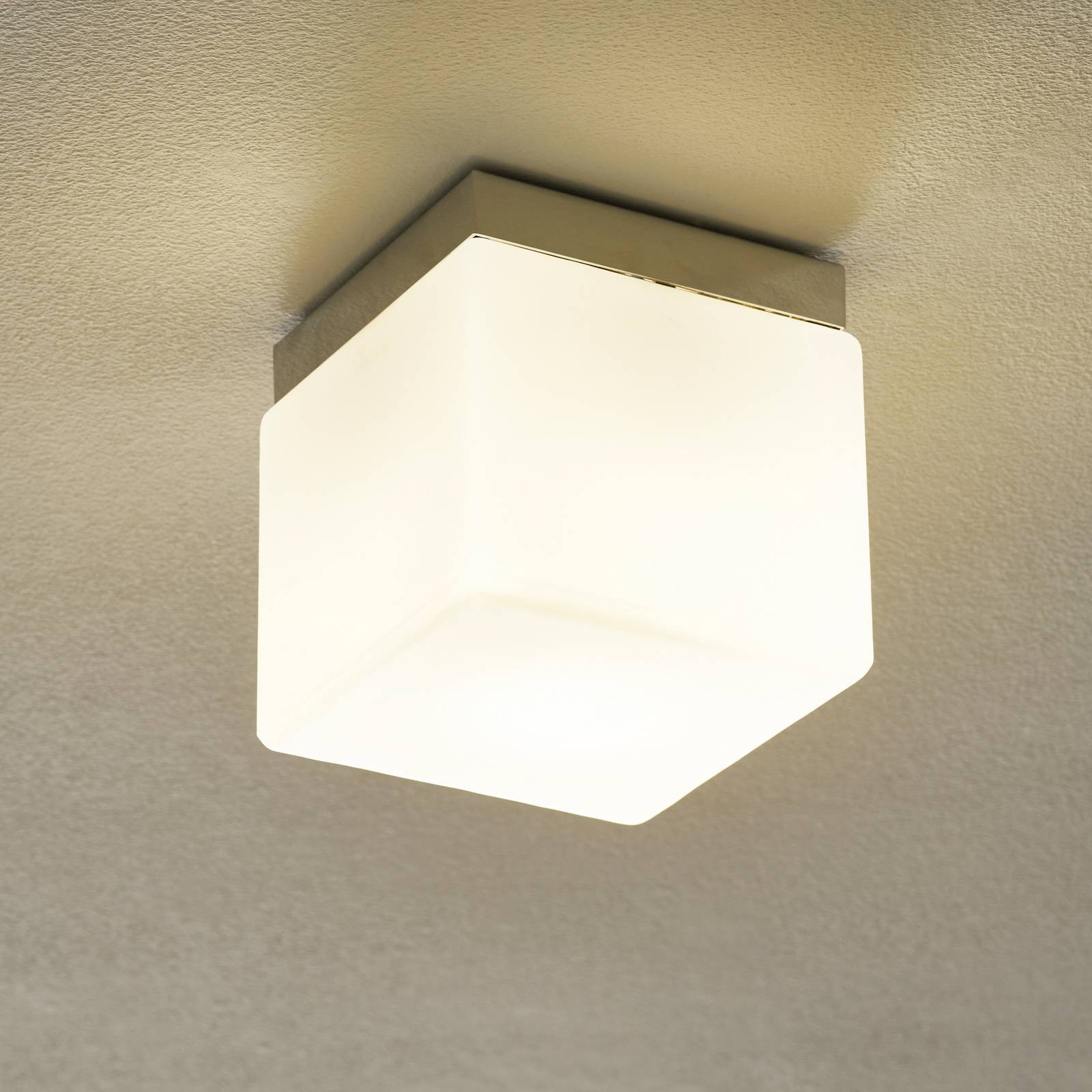 Cubis bordlampe i krom