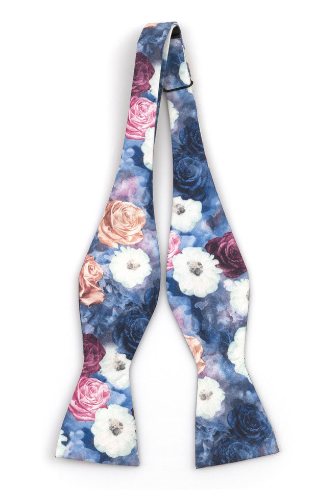 Bomull Sløyfer Uknyttede, Flerfargede roser og blomster på blått
