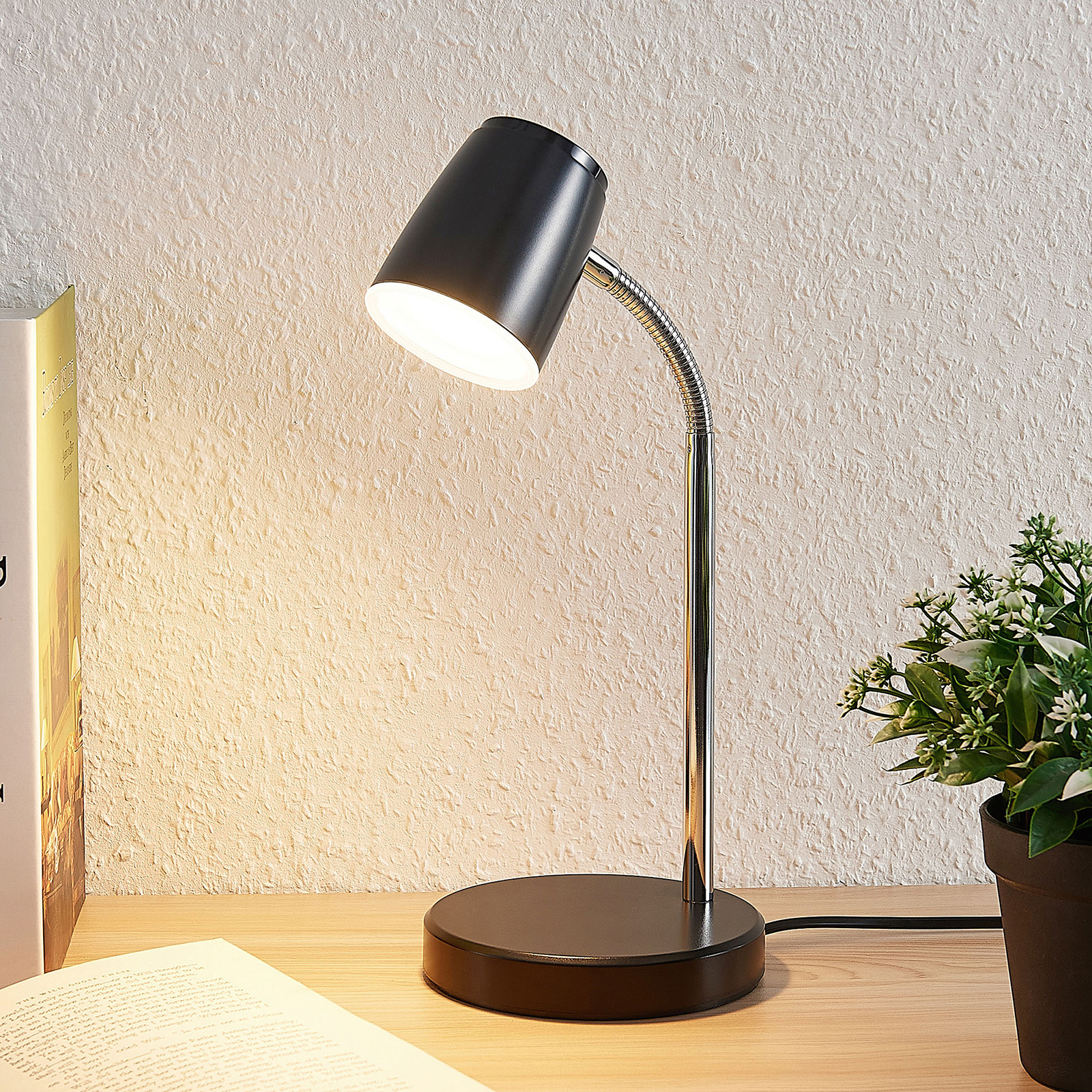 Lindby Jegor -LED-pöytävalaisin, musta