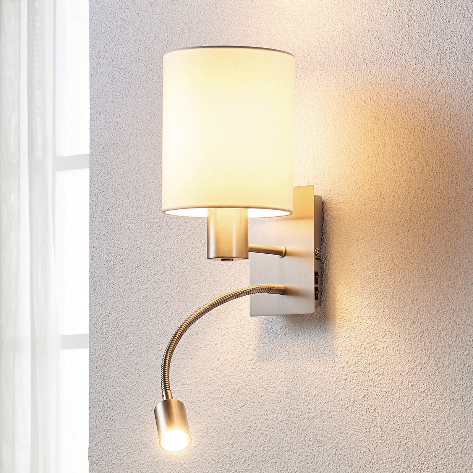 Stoffvegglampe Shajan med LED-leselys