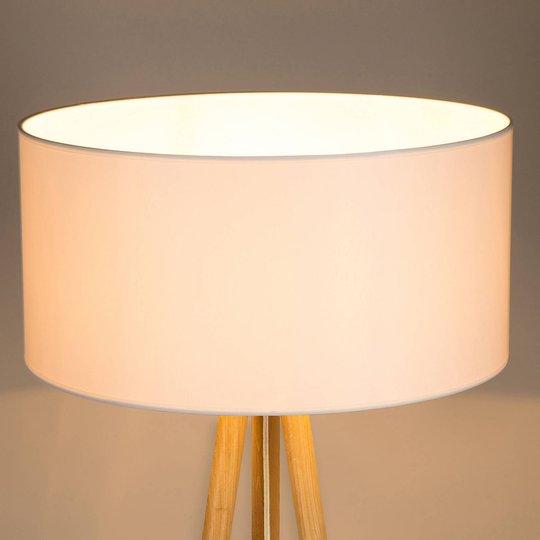 Gulvlampe Corralee trebeint tre, stoffskjerm hvit